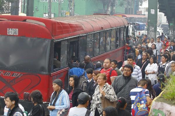 Dueños de buses amenazaban con paralizar el servicio si no reciben más fondos en subsidio.