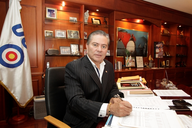 Mario Estrada es el candidato del partido Unión del Cambio Nacional UCN. (Foto Prensa Libre: Edwin Bercián)