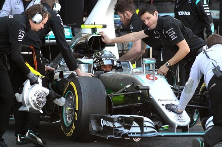 Los pilotos de Mercedes son los favoritos en el Gran Premio de México. (Foto Prensa Libre: EFE)
