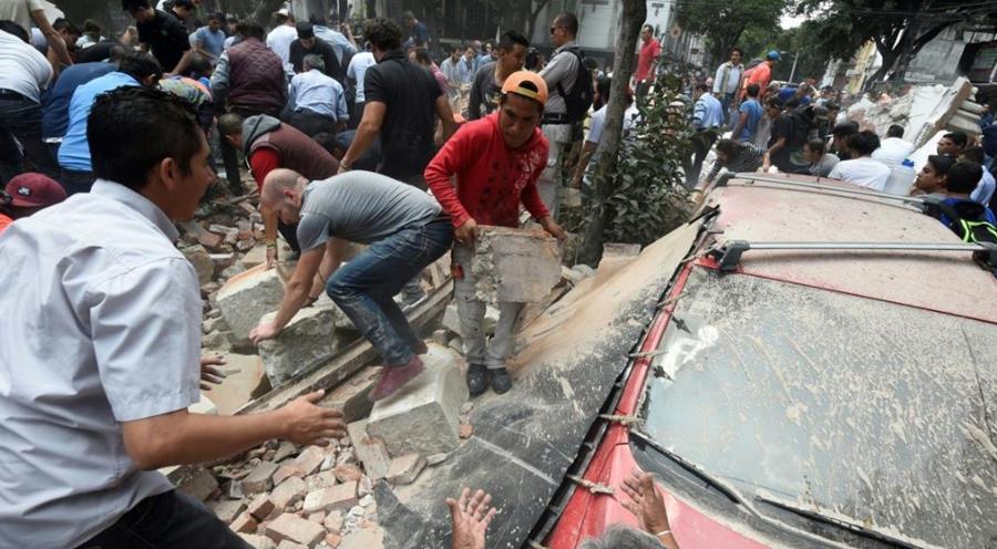 Solidaridad por terremoto en México. (Foto Prensa Libre: Agencias)