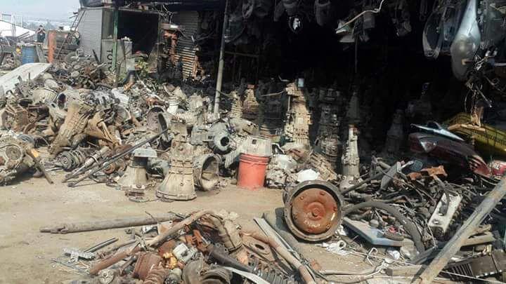 Desde accesorios hasta piezas de motores se almacenaban en el predio. Foto Prensa Libre: MP