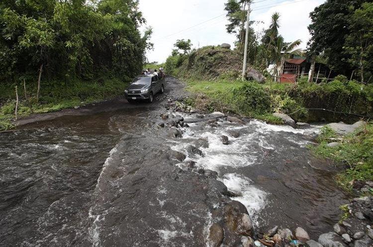 Los pobladores piden que la ruta sea asfaltada para no enfrentar, el riesgo de quedar incomunicados.