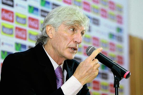 El director técnico de la selección Colombia de Futbol, José Néstor Pékerman, espera tener una buena actuación en los partidos amistosos. (Foto Prensa Libre: EFE)