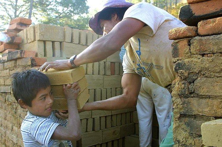 Unos 700 mil menores trabajan en Guatemala según cálculos de organizaciones internacionales. (Foto Prensa Libre: Hemeroteca PL)