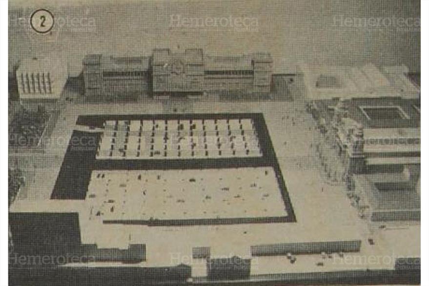 El 19/01/1984 presentan la maqueta de como  sería la plaza Central después de la remodelación. (Foto: Hemeroteca PL)
