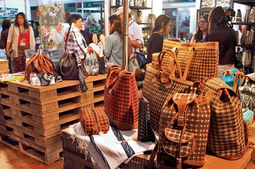 Compradores  de lujo   internacionales buscan nuevos productos.