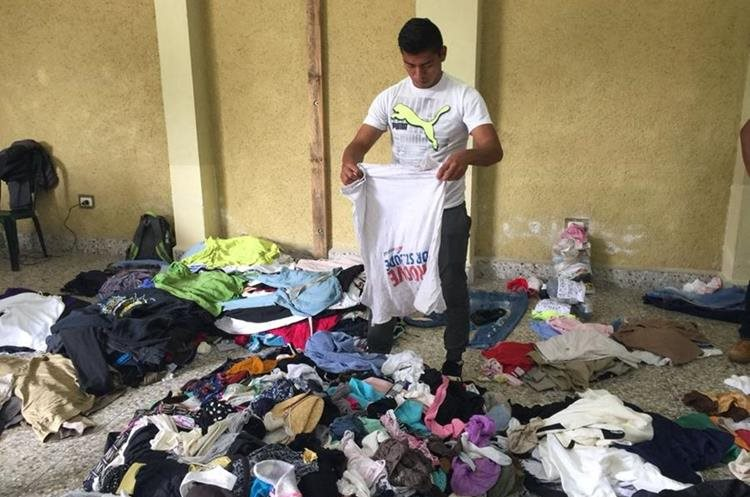 La buena voluntad de los cobaneros se ha demostrado con la donación de cientos de prendas de vestir. (Foto Prensa Libre: Eduardo Sam)