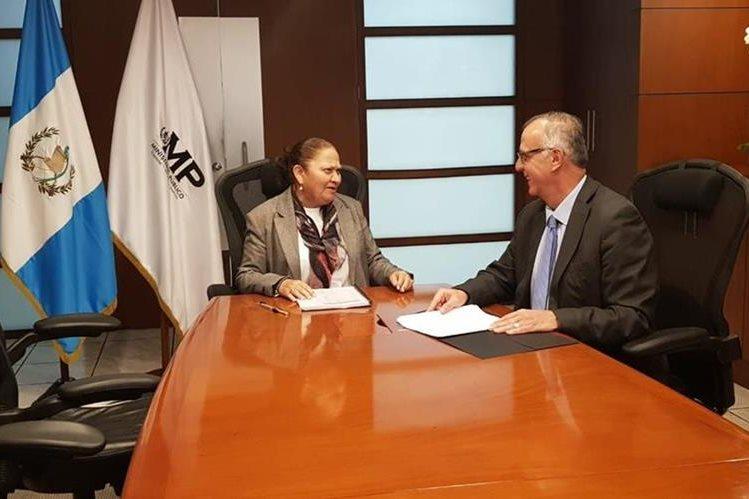 Porras y Velásquez tuvieron hoy su primera reunión de trabajo. (Foto Prensa Libre: Cicig)