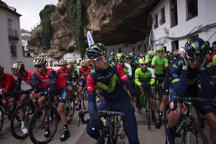 Alejandro Valverde (centro) impuso su ritmo en la vuelta de Andalucía. (Foto Prensa Libre: AFP)