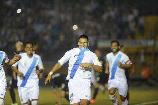 Rafael Humberto Morales celebra lleno de euforia la anotación que consiguió contra Estados Unidos, el pasado Viernes Santo (Foto Prensa Libre: Hemeroteca PL)