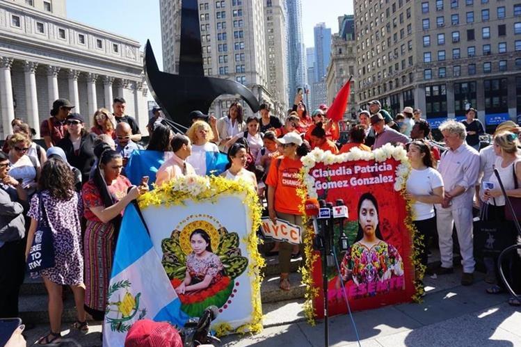 El movimiento Make the Road NY realizó una manifestación en Nueva York, EE. UU. para pedir justicia en el caso de Claudia Patricia Gómez González y otros similares. (Foto Prensa Libre: Make the Road New York)