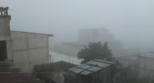 Vista de una tarde lluviosa en Sololá. (Foto Prensa Libre: Ángel Julajuj)