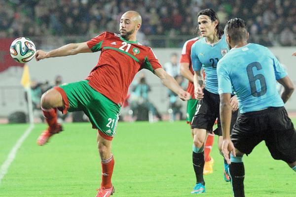 Uruguay sólo pudo anotarle un gol de penalti a lo s marroquíes. (Foto Prensa Libre:EFE)