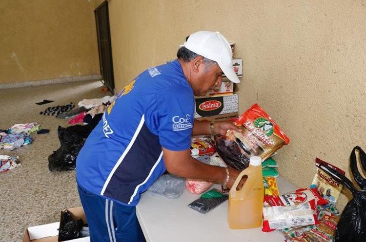 Los cobaneros también recaudaron alimentos de primera necesidad. (Foto Prensa Libre: Eduardo Sam)