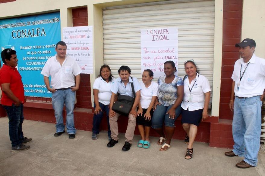 Protesta de empleados de Conalfa en Puerto Barrios, Izabal. (Foto Prensa Libre: Dony Stewrt).