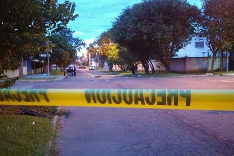Dos personas murieron supuestamente atropelladas en la 10 avenida y diagonal 20 de la zona 11. (Foto Prensa Libre: @oscar08_80143)