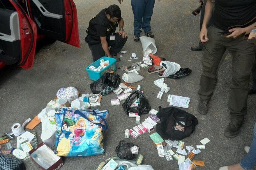 Las medicinas propiedad del Seguro Social fueron encontradas en maletas y cajas en los operativos. (Foto Prensa Libre: E. Paredes)