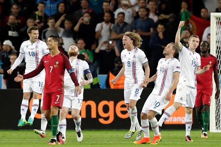 Cristiano Ronaldo no logró anotar frente a Islandia este martes. (Foto Prensa Libre: AP)