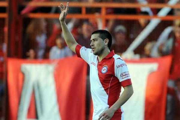 <p>Riquelme fue el artífice de la victoria de su nuevo club. (Foto Prensa Libre: Télam) <br></p>