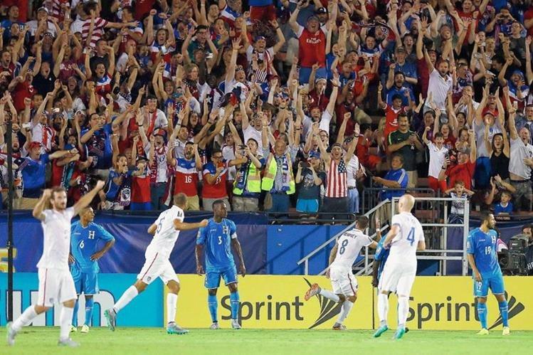 Dempsey pegó dos veces y sentenció el triunfo de Estados Unidos. (Foto Prensa Libre: AFP)