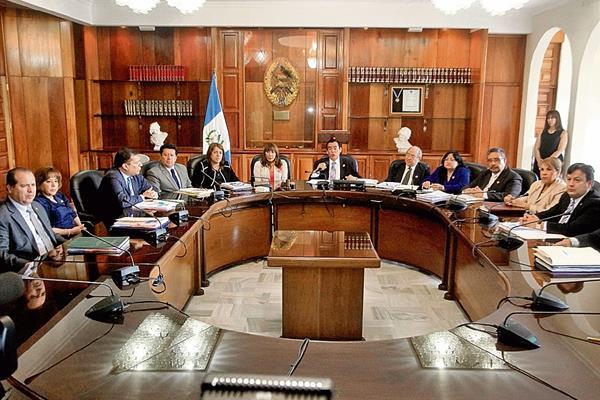"""las escuchas telefónicas que implican a la mafia La Línea, en las cuales se habla de la """"R"""" o """"la dos"""", fueron claves en la decisión unánime de la CSJ."""