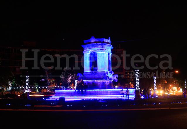 En algunas ocasiones la fuente es iluminada. (Foto: Hemeroteca PL)