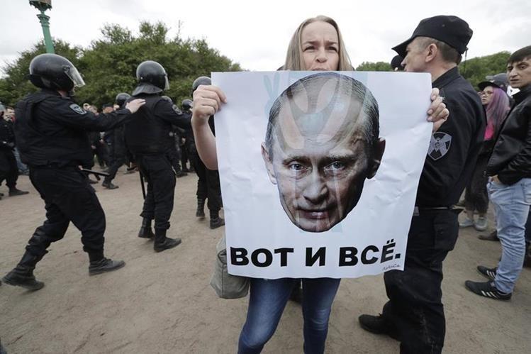 Protestas en Rusia contra políticas de Vladimir Putin. (Foto Prensa Libre: AP)