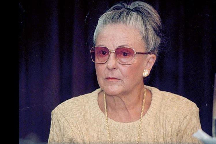 La escritora y ensayista Margarita Carrera, nacida en Guatemala en 1929, fue Premio Nacional de Literatura y colaboró con Prensa Libre durante varios años como columnista. (Foto: Hemeroteca PL).