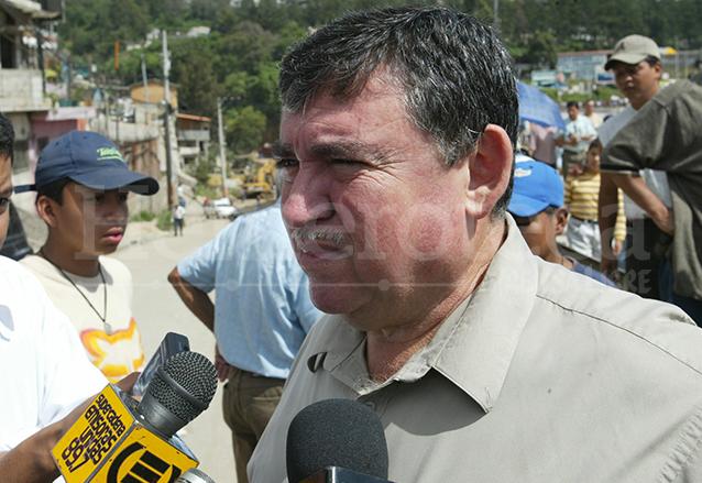 Víctor Portillo, alcalde de Mixco, justificó el colapso por la fuerte precipitación pluvial. (Foto: Hemeroteca PL)