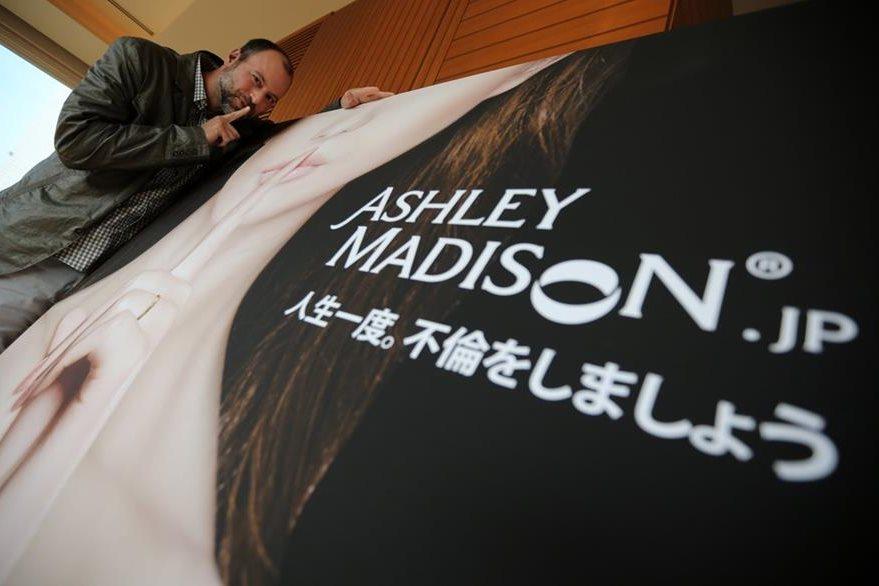 Los hackers cumplieron su amenaza y divulgaron datos que robaron al sitio de citas extraconyugales Ashley Madison. (Foto Prensa Libre: AP).