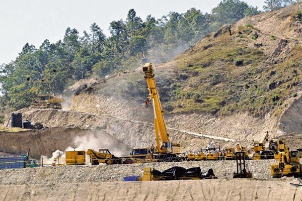 Polémica ha existido en el país por las operaciones de la industria minera y los impuestos que se le aplican.