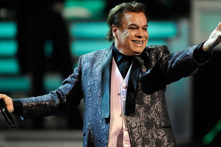 In the home audio, Juan Gabriel says: