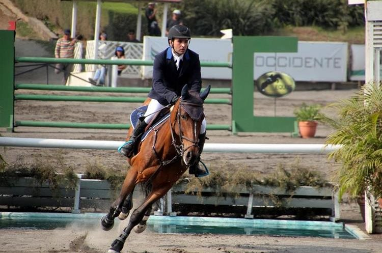 Eduardo Castillo se quedó con el Gran Premio del Concurso Internacional de Salto. (Foto Prensa Libre: Cortesía ANEG)