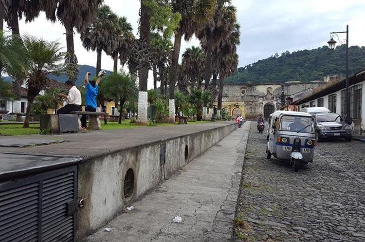 El tanque de la Unión luce sin ventas de comida luego del desalojo por parte de la comuna. (Foto Prensa Libre: Julio Sicán)