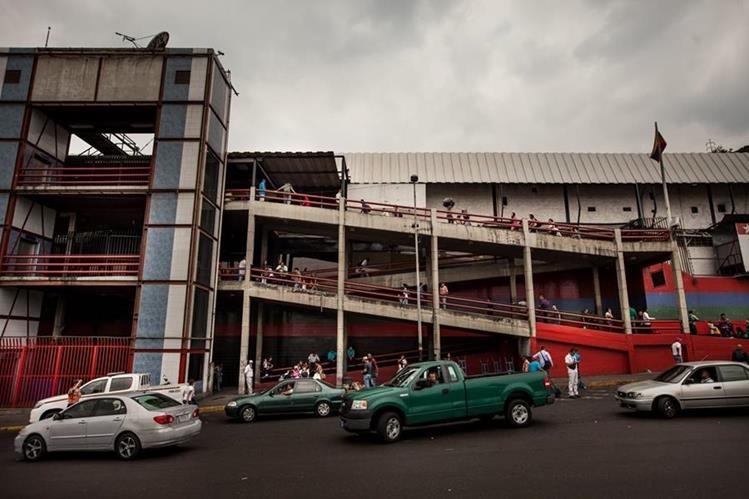 """Terminal de buses """"La Bandera"""", en Caracas, con considerable afluencia de gente en horas de la mañana del viernes. (Foto Prensa Libre: EFE)."""
