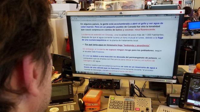 BeeLiner te permite cambiar le color del texto para agilizar la lectura.