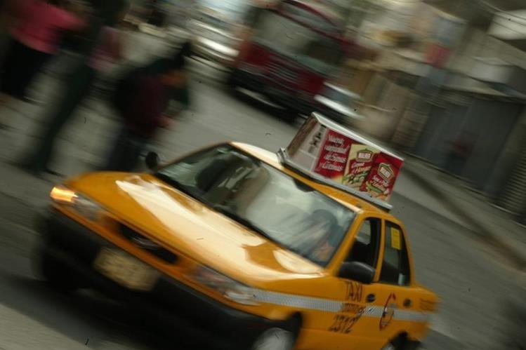 La aplicación guatemalteca para solicitar servicio de taxi CIKLO ahora es VIT y aglomera taxis blancos y ahora amarillos y verdes. (Foto Prensa Libre: Hemeroteca)