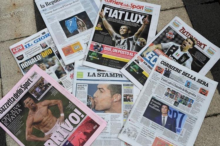 Las portadas de los diarios italianos fueron inundados por Cristiano Ronaldo. (Foto Prensa Libre: AFP)
