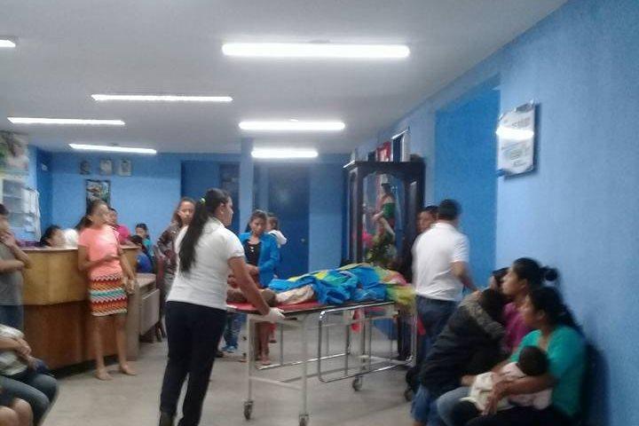 Los jóvenes murieron minutos después de haber sido ingresados en el centro de Salud en Esquipulas. (Foto Prensa Libre: Mario Morales)