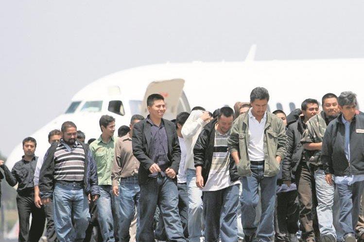 Miles de guatemaltecos son deportados cada año desde Estados Unidos. (Foto Prensa Libre: Hemeroteca PL)