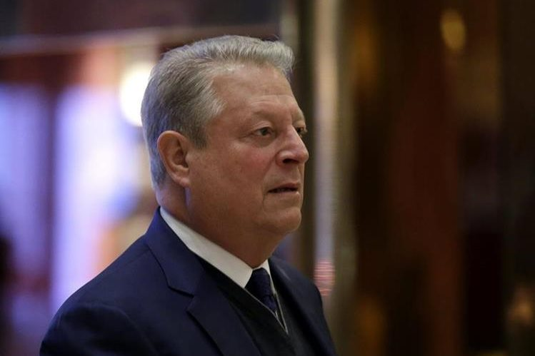 El ex vicepresidente estadounidense, Al Gore, a su llegada a la Torre Trump en Nueva York. (Foto Prensa Libre: EFE).