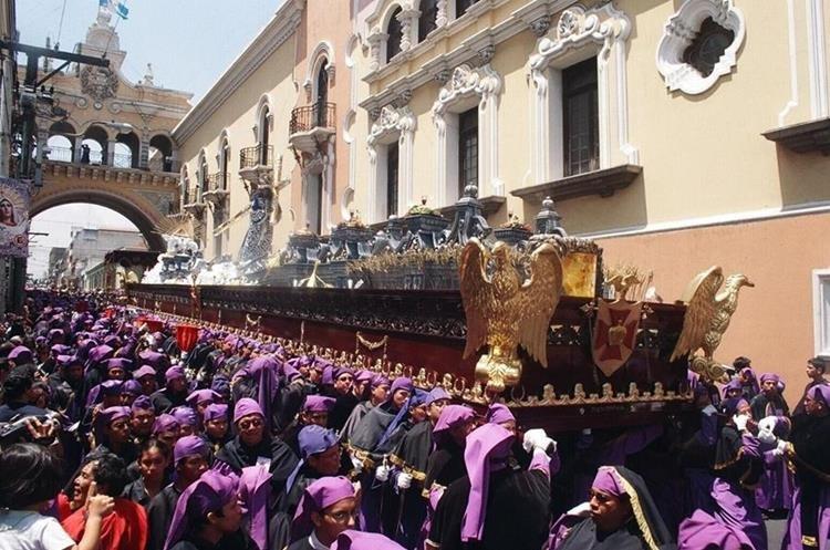 Procesión de Jesús Nazareno de los Milagros que sale el domingo de Ramos, tiene un estilo particular con elementos romanos. (Foto: Hemeroteca PL)