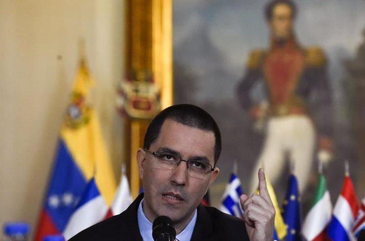 El canciller de Venezuela, Jorge Arreaza, confirmó la decisión del régimen de Nicolás Maduro de expulsar al embajador español. (Foto Prensa Libre: AFP)