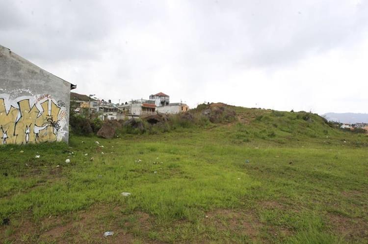 Este es el terreno en desuso en el que se habilitará el parque ecológico e Pinares del Norte, zona 18. (Foto Prensa Libre: Hemeroteca PL)