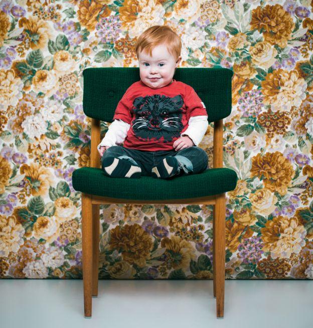 La fotógrafa islandesa Sigga Ella realizó una serie de retratos de personas con síndrome de Down, como esta imagen de Jakob, para generar consciencia sobre la condición. (Foto Siga Ella)