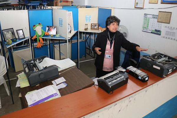 <p>La subdelegada Gloria Marina Franco López denunció el robo. (Foto Prensa Libre: Eduardo Sam)</p>