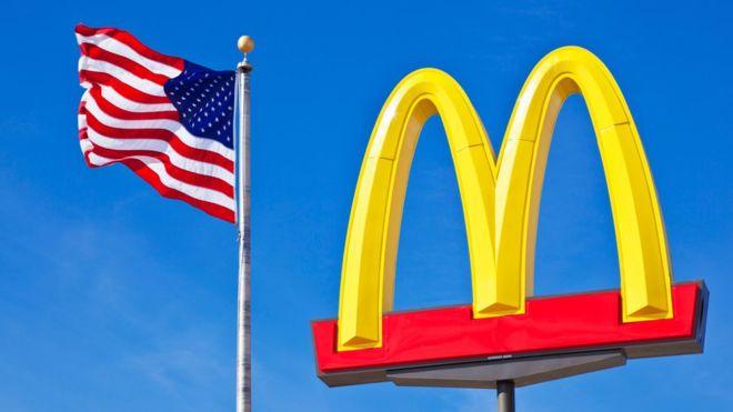Los arcos más famosos del mundo tal vez sigan siendo los de McDonald's. (Foto Prensa Libre: BBC Mundo)