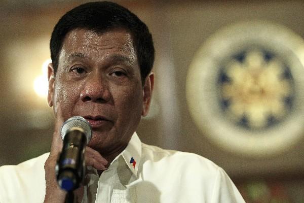 Rodrigo Duterte, presidente de Filipinas da una conferencia de prensa en Manila. (EFE).