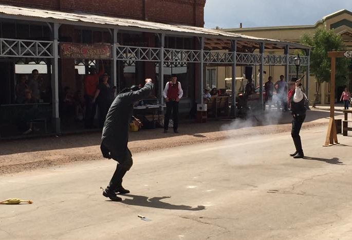 Recreación de un tiroteo histórico en Tombstone, un pueblo del Viejo Oeste en Arizona. (Foto Prensa Libre: Facebook)