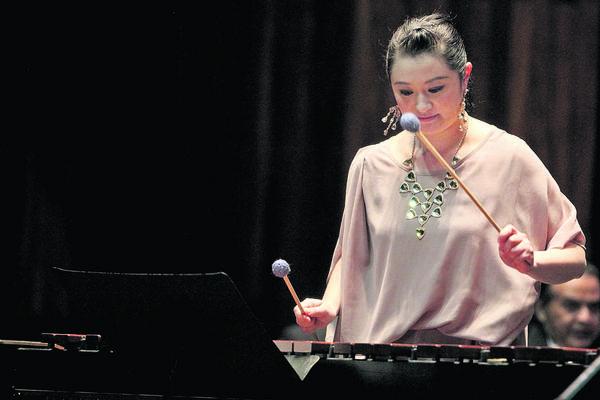 Nanae Mimura ofreció un concierto en ensamble con  grupos marimbísticos del país.(Foto Prensa Libre: Edwin Castro)